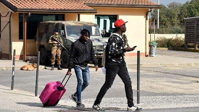 Migranti: 'salviamo il Pineto United'