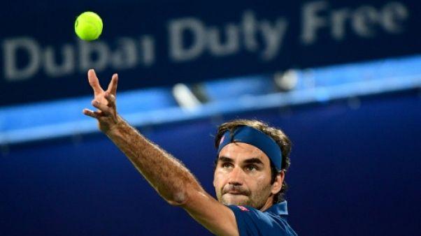 Tennis: Federer lâche un set mais passe en quarts à Dubaï