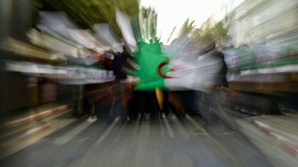 """Sit-in contre """"la censure"""" en Algérie: une dizaine de journalistes arrêtés à Alger (AFP)"""