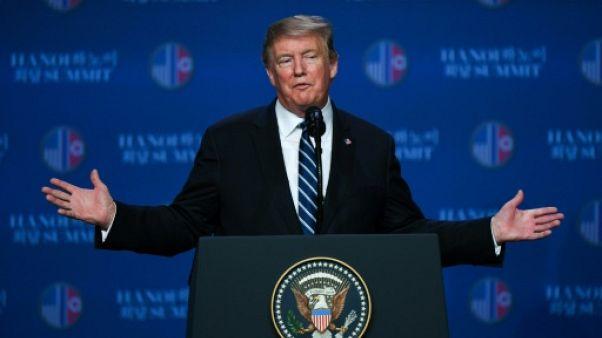 Donald Trump s'exprime lors d'une conférence de presse à Hanoïle 28 février