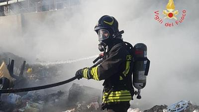 Ripresi incendi rifiuti a Lamezia Terme