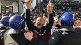 شهود: محتجون يشتبكون مع الشرطة قرب القصر الرئاسي في الجزائر