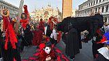 A Venezia con sciabole vere, denunciati