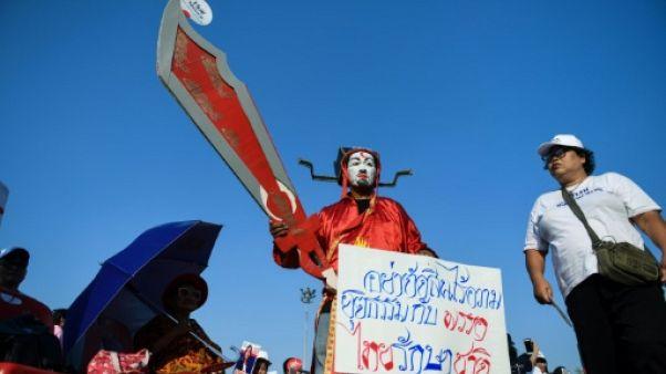 Thaïlande : des partis proches du clan Shinawatra mobilisés avant une décision de justice cruciale