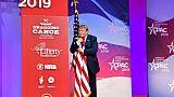 """Trump en mode campagne devant les conservateurs, critique le penchant """"socialiste"""" des démocrates"""