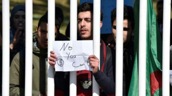 Algérie: Bouteflika candidat à un 5e mandat qu'il promet d'abréger