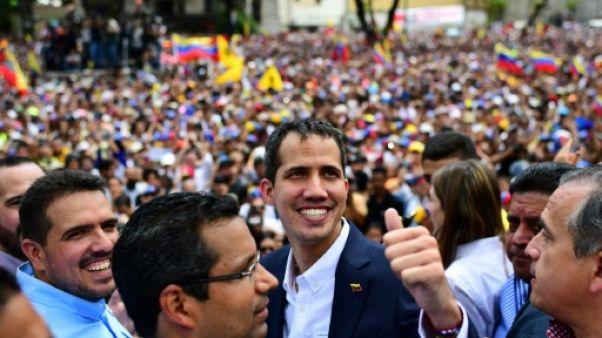 Guaido rentre au Venezuela et continue à défier le régime de Maduro