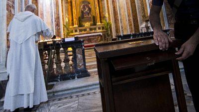 Offerta a italiani, parroco'la riprenda'