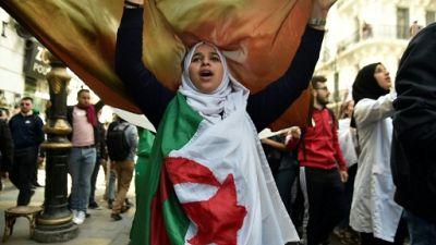 Algérie: la contestation se poursuit, l'armée met en garde les manifestants