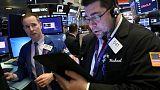 المؤشر ستاندرد آند بورز الأمريكي يهبط مع ترقب المستثمرين لمستوى رئيسي للسوق
