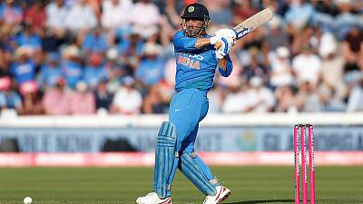 Finisher Dhoni best suited in lower middle order - Raina
