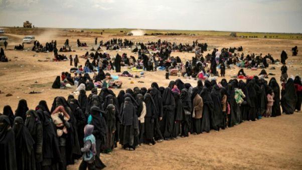 """Dans l'est syrien, le """"califat"""" moribond de l'EI se vide de ses derniers survivants"""