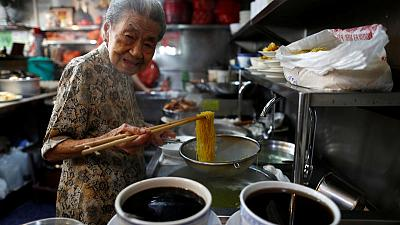 Ageing Singapore - 90-year old noodle vendor helps keep foodie culture alive