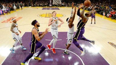 NBA: LeBron James toujours plus haut, les Lakers toujours plus bas
