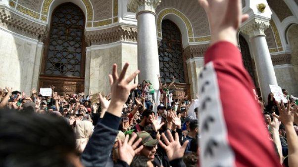 Un millier d'avocats manifestent contre un 5e mandat de Bouteflika à Alger