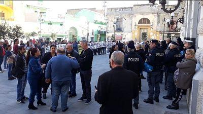 Sfratti ad Afragola, in 200 protestano