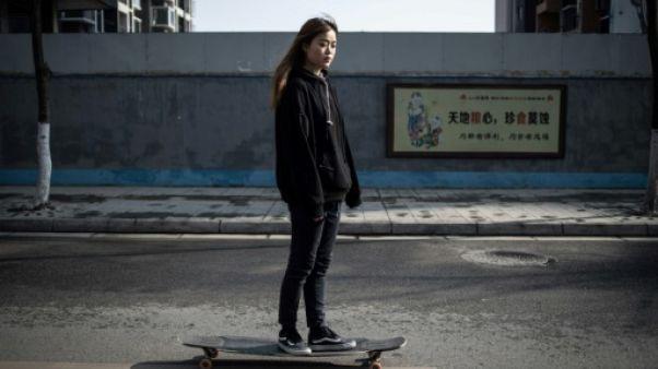 Mu Qing sur son skateboard, à Chengdu, le 11 février 2011