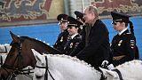 بوتين يحتفل باليوم العالمي للمرأة بالتنزه مع شرطيات على ظهور الخيل