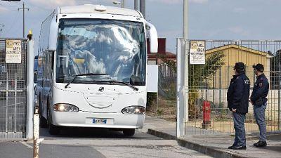 Migranti: altri 49 via da Cara Mineo
