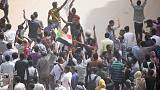 في اليوم العالمي للمرأة،الرئيس السوداني يأمر بالإفراج عن معتقلات