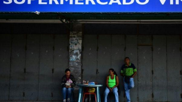 """""""Les bougies, c'est trop cher"""" : une panne de courant plonge Caracas dans le chaos"""