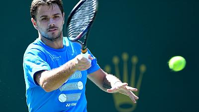 Wawrinka comes from behind to advance at Indian Wells