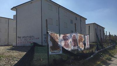 Scritte contro Prefetto Reggio e Salvini