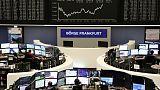 أسهم أوروبا تتعافى بدعم محادثات اندماج بالقطاع المصرفي