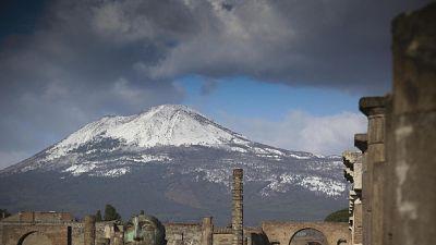 Torna la neve sul Vesuvio