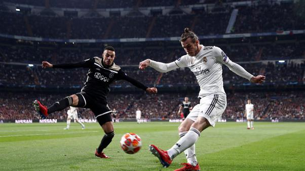 Wales manager Giggs backs Bale to overcome Real problems
