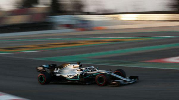 Motor racing - Mercedes look to burst Ferrari's bubble in Melbourne