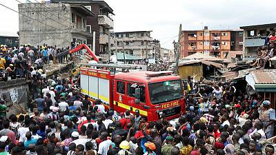 Many people, including schoolchildren, feared trapped in Nigerian building collapse