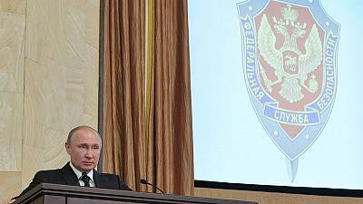 Russia's parliament backs new fines for insulting the state online