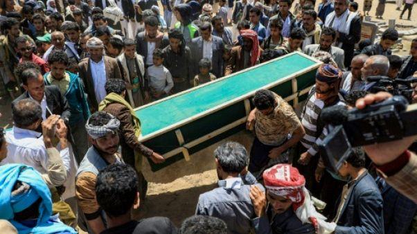 Yémen: inhumation de civils tués par des frappes lors d'un soulèvement tribal