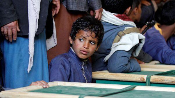 Yemenis bury children killed in Hajjah air strikes