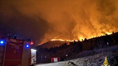 Ancora fiamme nel Torinese, evacuati