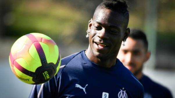 Ligue 1: Mario Balotelli titulaire avec Marseille face au Paris SG