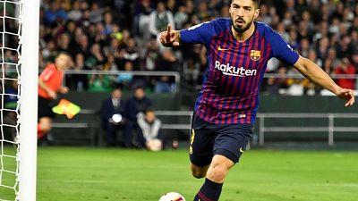 Barcellona, Suarez fermo 15 giorni
