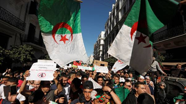 New Algerian group urges Bouteflika to step down, and army not to interfere