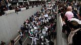 ألوف يخرجون في الجزائر وقادة الاحتجاج يطلبون من الجيش عدم التدخل