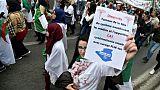 Algérie: étudiants et personnel médical défilent contre Bouteflika