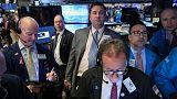 ستاندرد آند بورز يستقر وسط مخاوف التجارة والتفاؤل بسياسة المركزي
