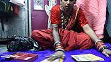 """L'""""aura"""" de Modi ou la """"lune"""" de Gandhi ? Les voyants indiens dans la fièvre électorale"""