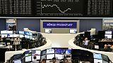 أسهم أوروبا تتراجع تحت ضغط خسائر للبنوك، لكن الأسهم في بورصة لندن تقفز