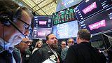 بورصة وول ستريت تغلق مرتفعة بدعم من قفزة لأسهم التكنولوجيا بقيادة أبل