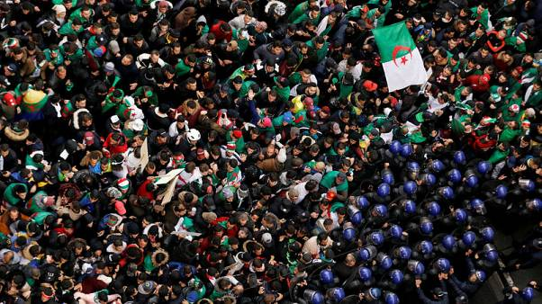 Hundreds of thousands of Algerians rally against Bouteflika
