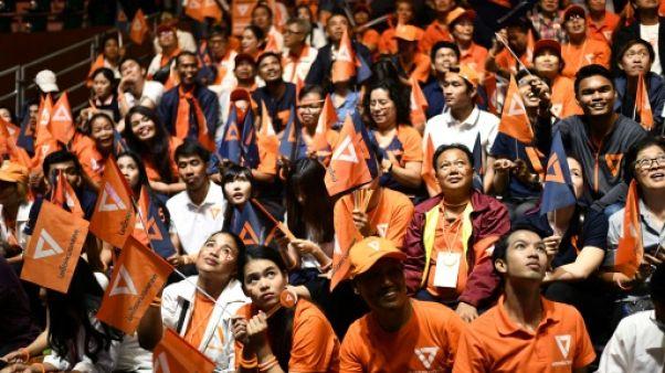 Thaïlande : derniers grands meetings de la junte et de l'opposition avant les législatives