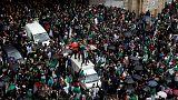 شهود: مئات آلاف المتظاهرين يحتشدون في وسط العاصمة الجزائر