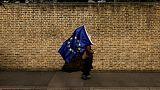 غموض حول خروج بريطانيا من الاتحاد الأوروبي وماي تواجه مؤامرة محتملة للإطاحة بها