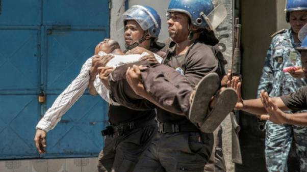 Aux Comores, le pouvoir disperse des manifestants qui hurlent à la fraude électorale